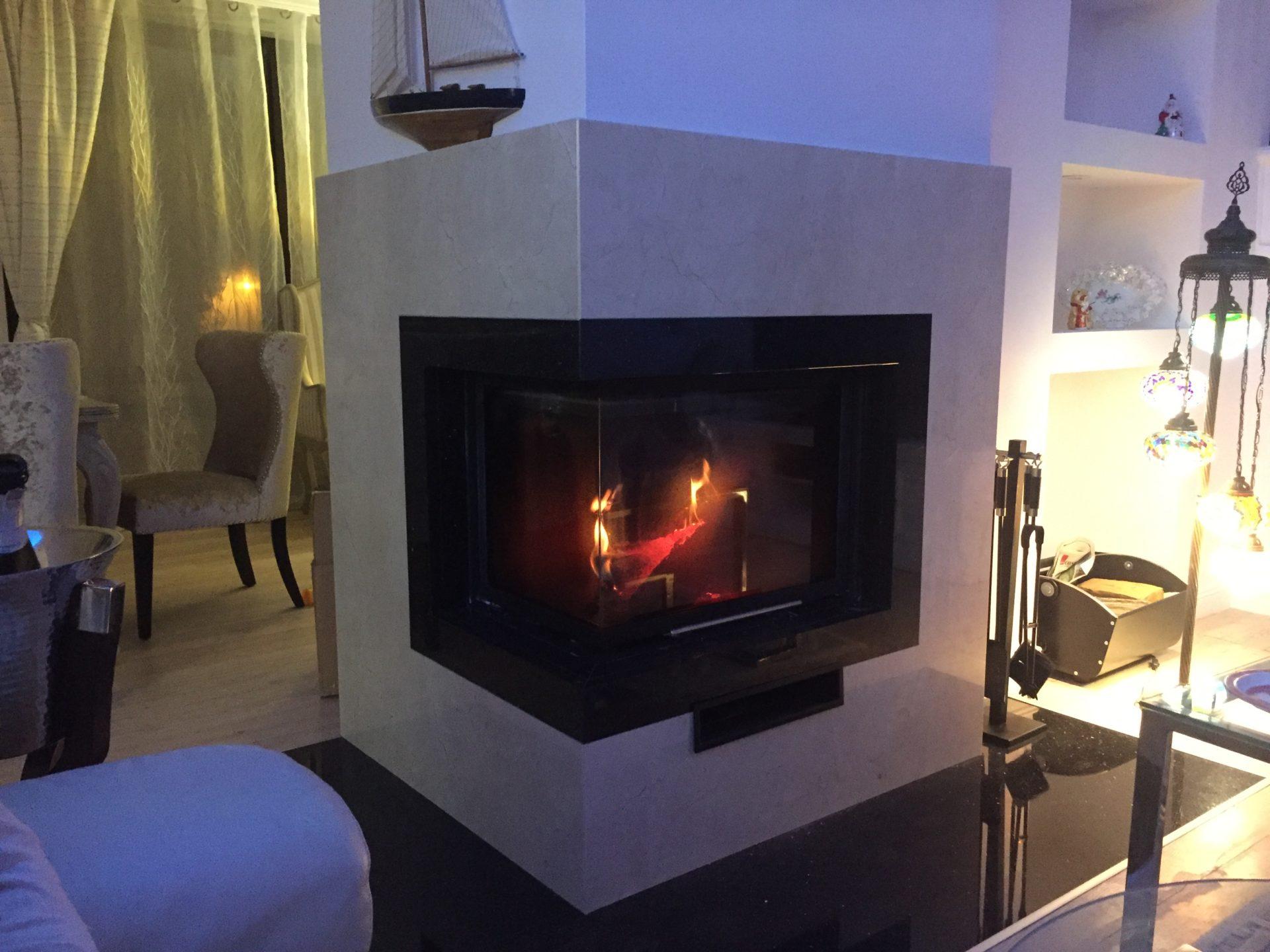 Kominek z marmuru Crema Marfil od PS Granit Gdynia