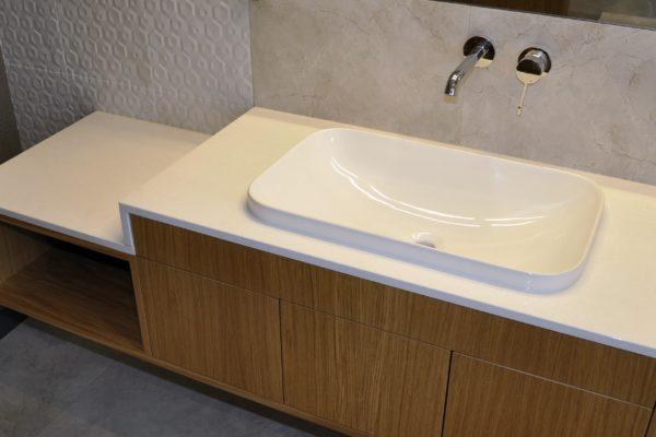 konglomerat-Kwarcowy-Cool-White-2cm-poler