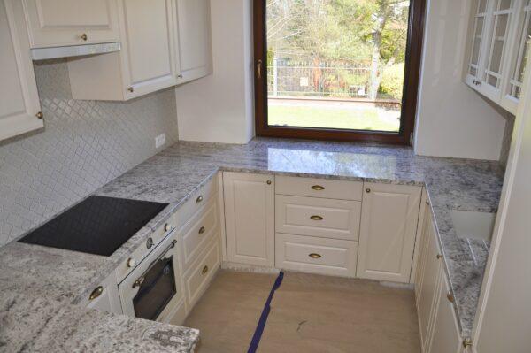 Bianco Antique granit na blaty do kuchni