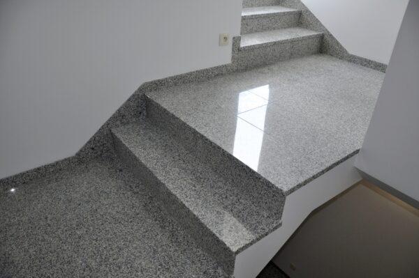 Bianco Sardo granit na schody od PSGranit