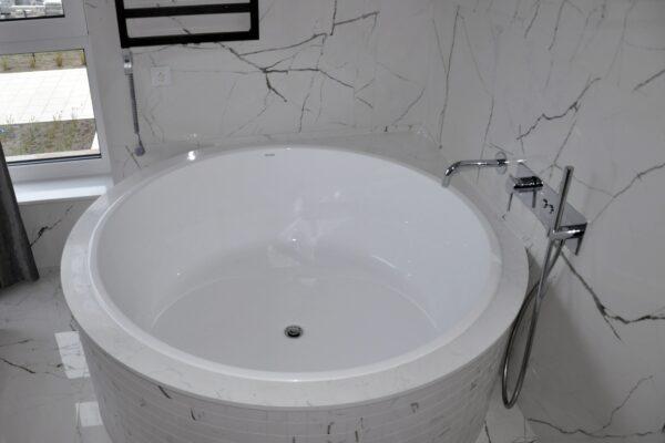 Carrara White 2cm poler kwarcogranit do łazienki