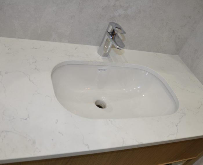 Carrara White 2cm poler kwarcogranit