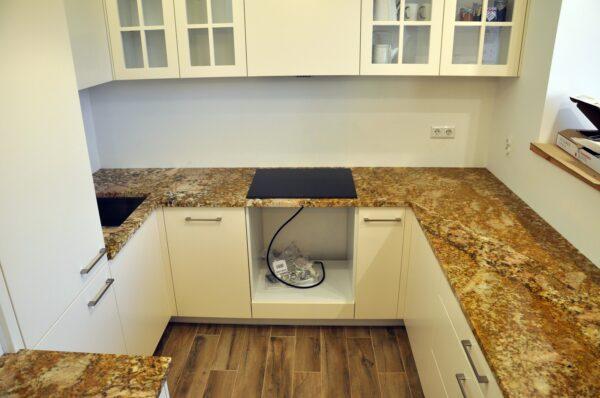 Imperial Gold granit na blaty kuchenne