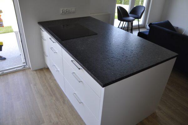 Wyspa kuchenna z granitu Steel Grey 3cm skóra