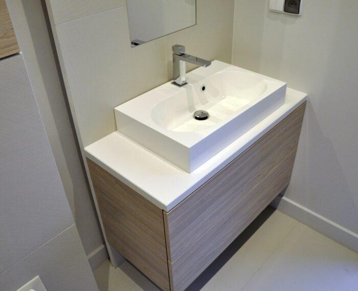 konglomerat blat łazienka biały kwarcogranit